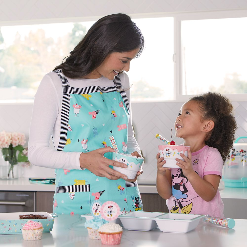Mickey and Minnie Mouse Apron for Adults – Disney Eats