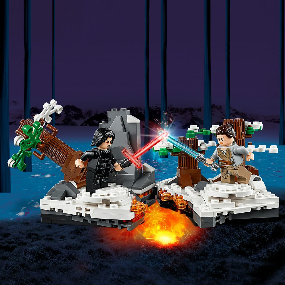 Duel on Starkiller Base Play Set by LEGO – Star Wars: The Force Awakens