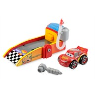 Lightning McQueen Mechanic Shop and Launcher Play Set