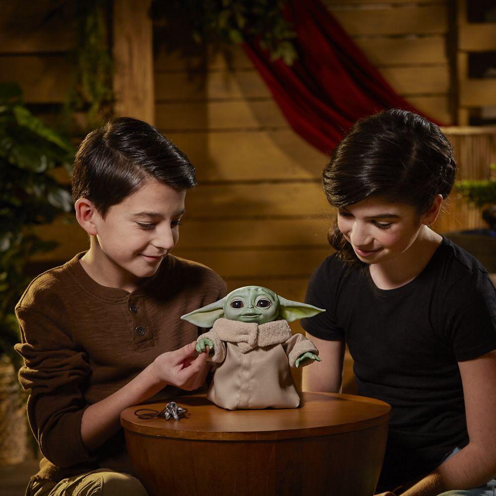 Star Wars The Mandalorian figurine électronique The Child Animatronic preorder