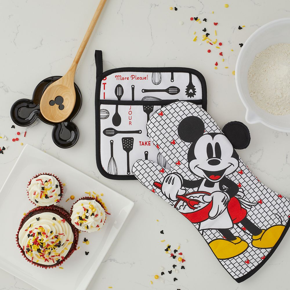 Mickey Mouse Pot Holder and Oven Mitt Set – Disney Eats