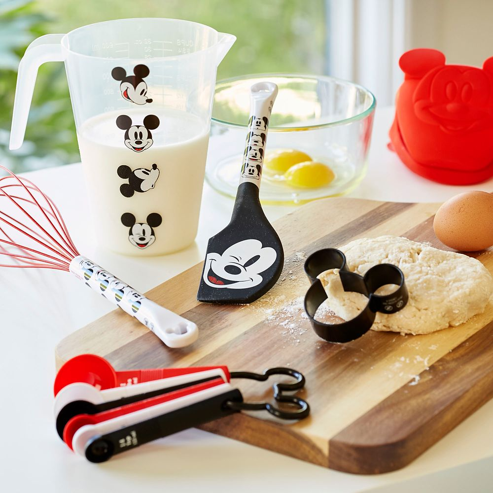 Mickey Mouse Baking Set – Disney Eats