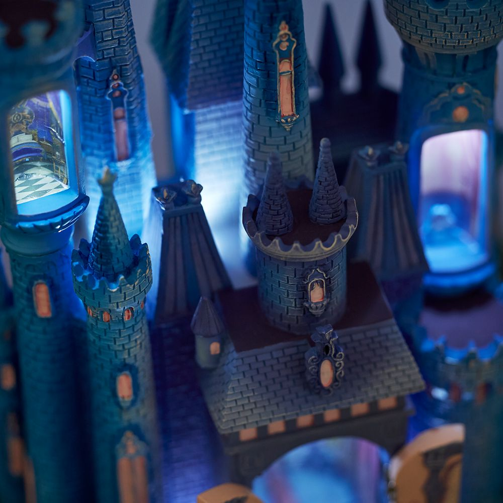 Cinderella Castle Light-Up Figurine – Disney Castle Collection – Limited Release