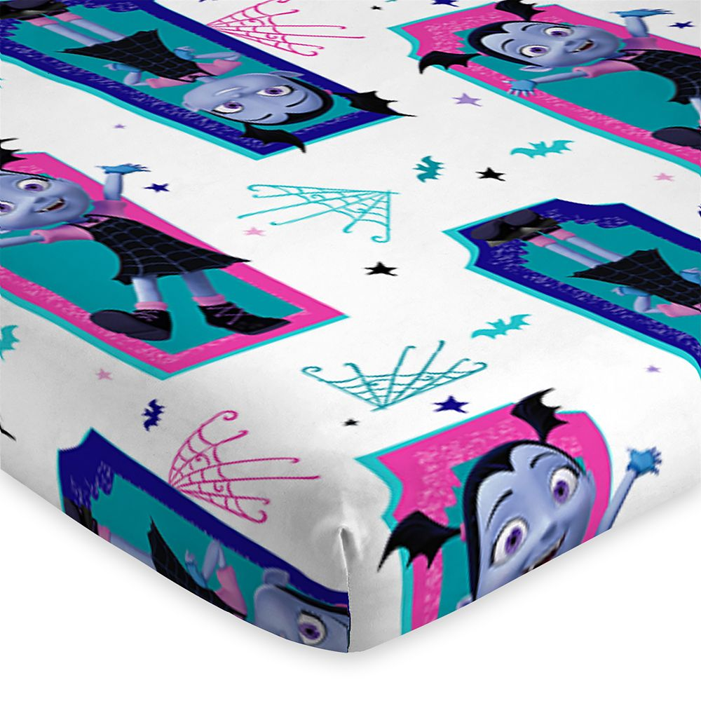 Vampirina Reversible Comforter and Sheet Set – Twin