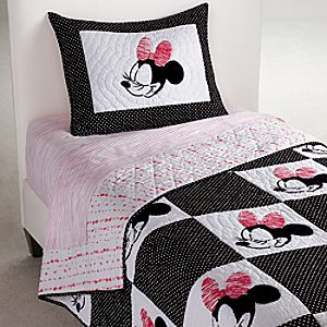 Minnie Mouse Mad About Minnie Quilt