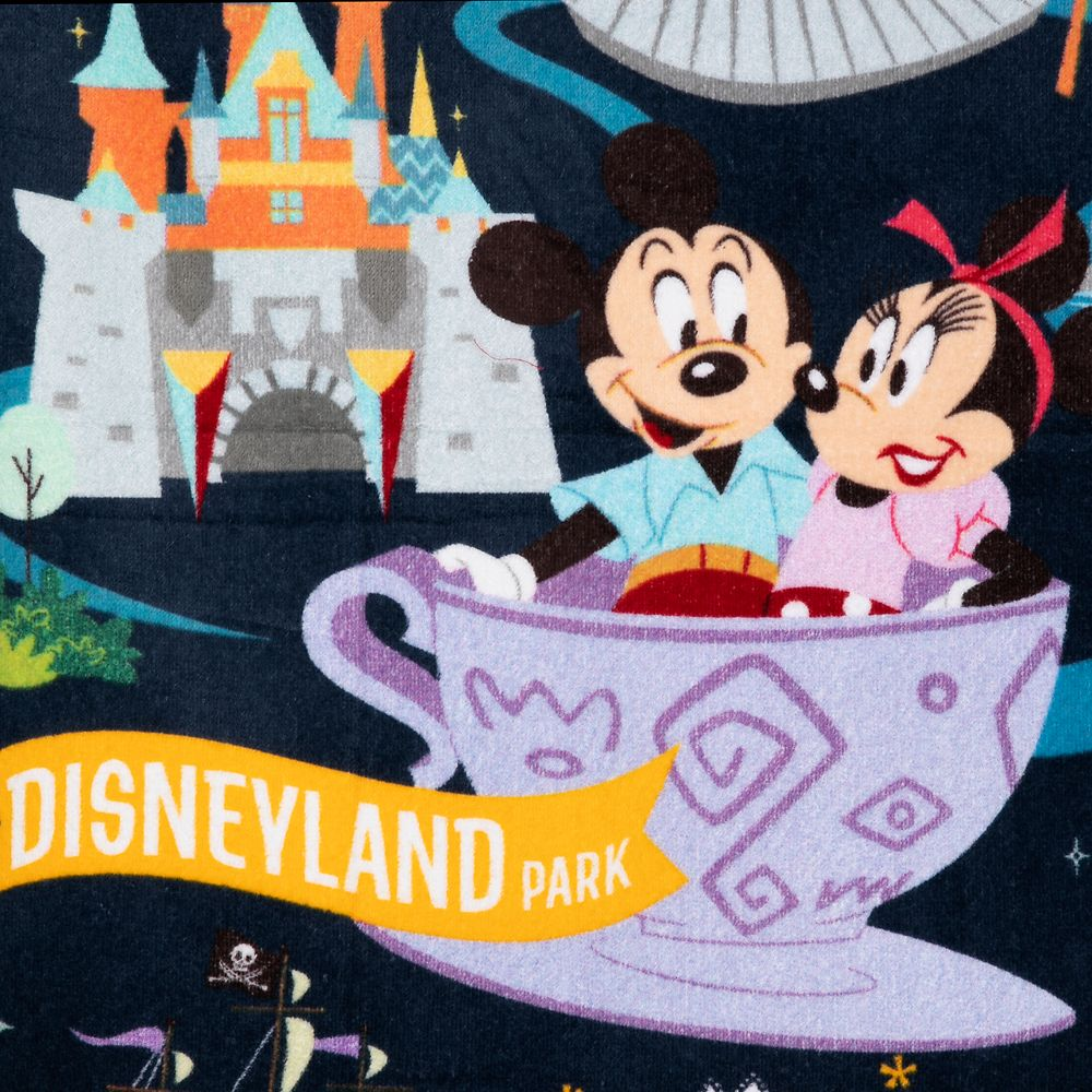 Mickey Mouse and Friends Park Life Beach Towel – Disneyland