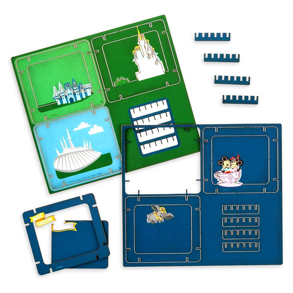 Mickey Mouse and Friends Diorama Kit – Magic Kingdom