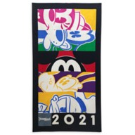 Mickey Mouse and Friends Beach Towel – Disneyland 2021