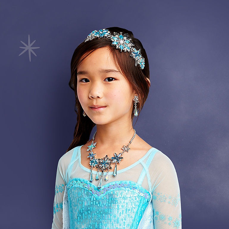 Girl in Elsa costume