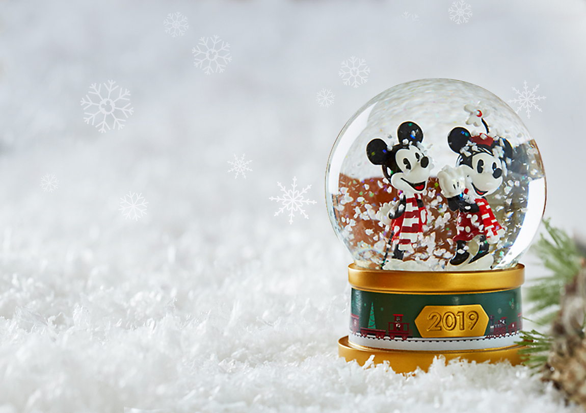 $12.50 Mickey & Minnie Mouse Holiday Snowglobe